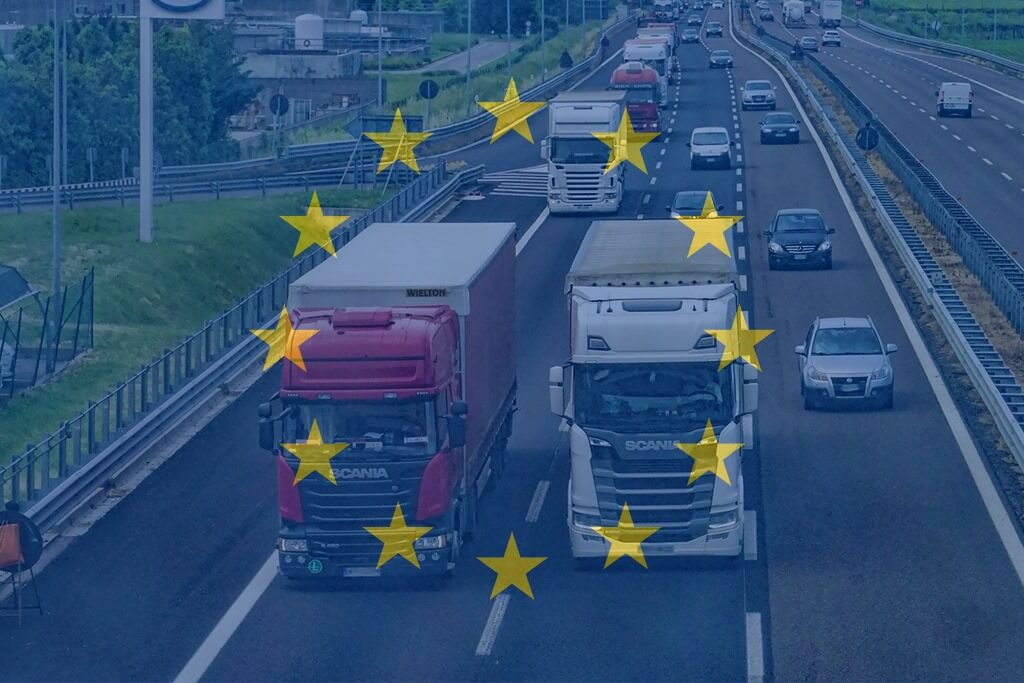 Nowe obowiązki dla busiarzy, wyższe kary, dookreślenie czasu pracy. Polska adaptuje Pakiet Mobilności