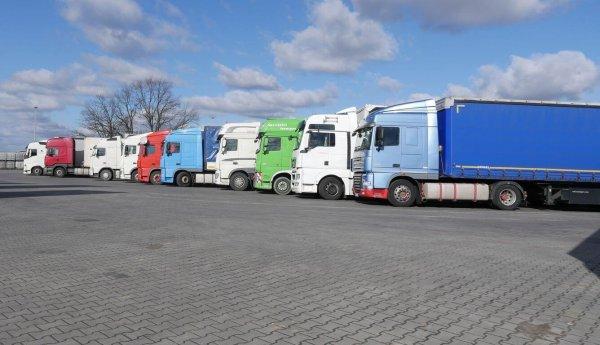 Sunkvežimių eismo apribojimai švenčių savaitgalį ir lapkritį