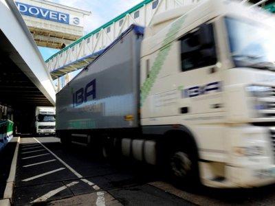 Новое требование для водителей, едущих в Дувр. За из нарушения будут грозить штрафы, а даже задержания грузовиков