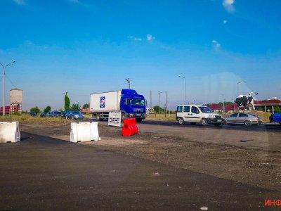Пробки на километры. Сегодня на трассе Днепр-Кривой Рог перекрыли половину дороги