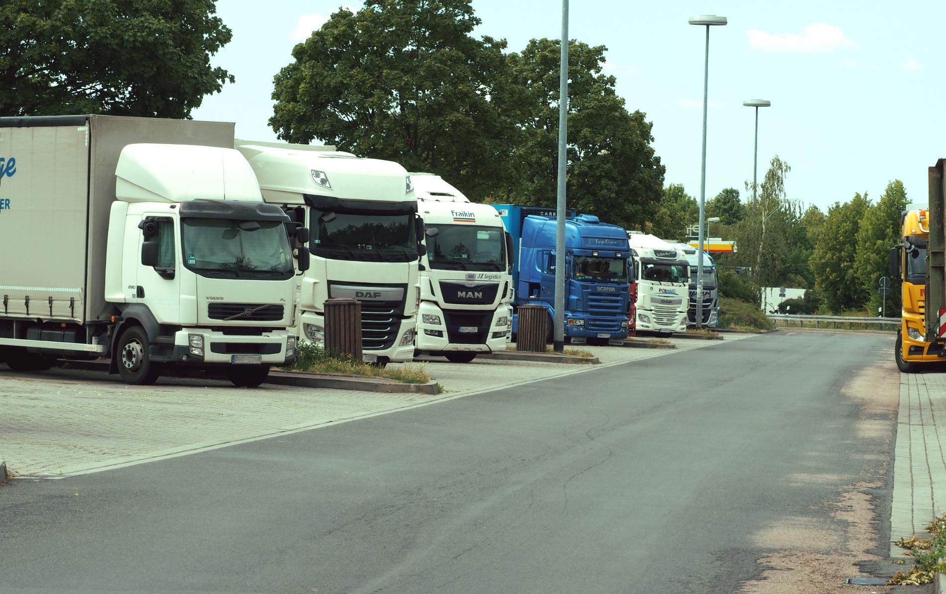 Sunkvežimių eismo apribojimai rugsėjo mėnesį. Šventės Čekijoje ir Slovakijoje bei papildomi apribojimai Bulgarijoje