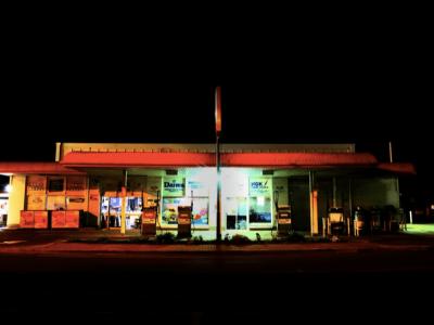 Рестораны, бары и отели закрываются на ночь. «Это серьезное препятствие для водителей грузовиков»