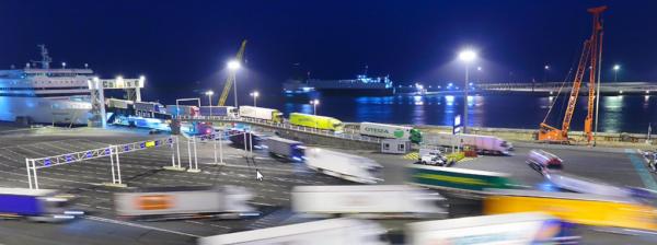 Cursele cu feribotul între Dover și Calais sunt în acest moment suspendate din cauza grevei din Fran