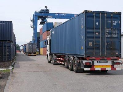 Krovinių Lietuvoje šiemet vežta daugiau. Kelių transportui teko beveik 60 proc. tarptautinio srauto