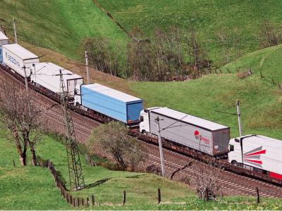Nowe, niższe stawki za transport ciężarówek koleją przez Brenner