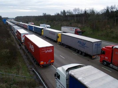 Calais strike disruption: Operation Stack implemented