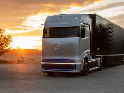 Daimler fuel-cell concept truck invisions zero-emission transport