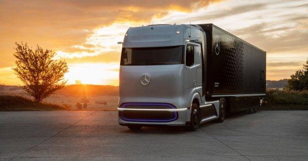 Daimler fuel-cell concept truck invisions zero-emission transport