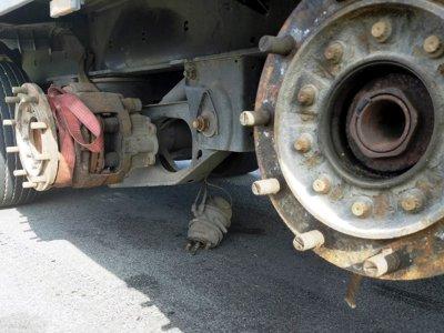 Oszczędzanie na naprawach ciężarówek się nie opłaca. Konsekwencją nie tylko mandat, ale nawet zarzut nieumyślnego spowodowania śmierci