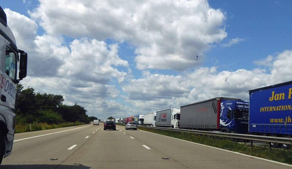 Brexit trial sees 5-mile long queue of lorries amass on M20