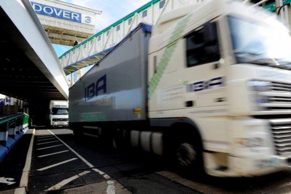 """""""Girteka"""": Chaosas pasienyje po """"Brexito"""" privers vežėjus atsisakyti maršrutų į Didžiąją Britaniją"""