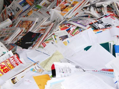 """""""Für die zumeist ungelesenen Broschüren werden jährlich 1,1 Millionen Bäume gefällt"""". Jetzt startet die Petition gegen unerwünschte Müllflut in deutschen Briefkästen"""