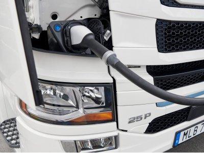 Scania lansează prima gamă electrică și hibrid