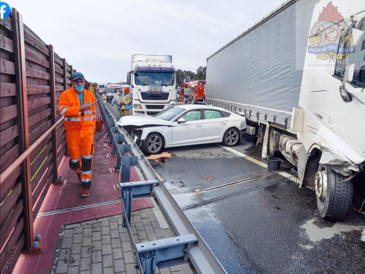 Karambol z udziałem ciężarówek na A2. Autostrada jest zablokowana