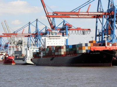 Container shipping industry posts Q2 profits as transpacific rates soar