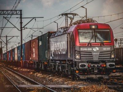 Spada znaczenie transportu kolejowego dla eksportu i importu. Pociągi przewożą 6,5 razy mniej ładunków niż ciężarówki