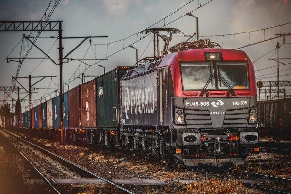 Spada znaczenie transportu kolejowego dla eksportu i importu. Pociągi przewożą 6,5 razy mniej ładunk