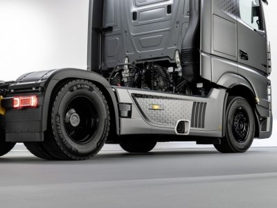 Two new Actros models! One in a limited series of only 400 vehicles