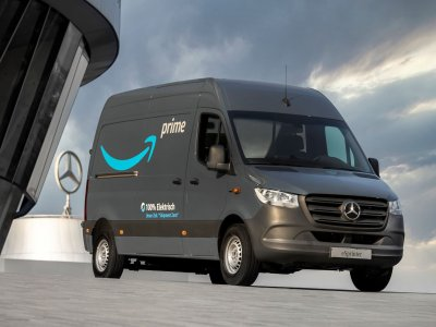 Mercedes removes carbon from its entire value chain. And it provides Amazon's European delivery fleet with 1,800 electric vans