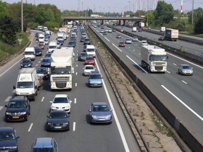 Franța ar putea introduce în curând o nouă taxă pentru vehiculele grele