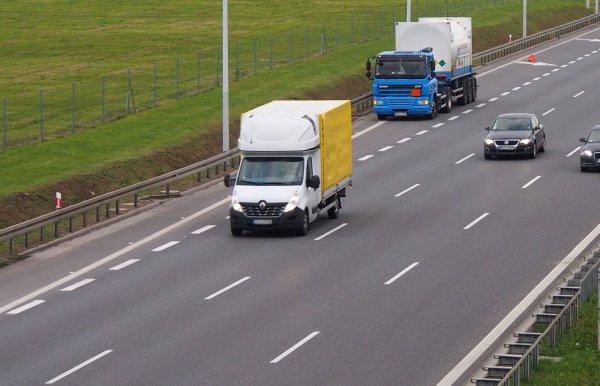 SVARBU! Šiandien Prancūzijoje įsigaliojo lengvajam transportui taikomas su vairuotojų poilsiu susiję