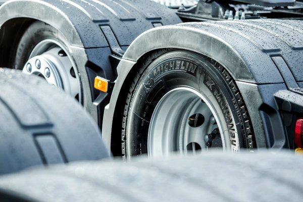 В Германии уже действуют новые правила относительно зимних шин в грузовиках