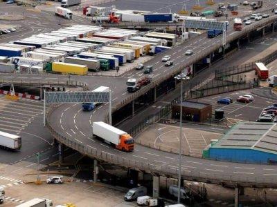 Просочился отчет британского правительства. После брексита тысячи грузовиков могут ждать таможенного оформления даже 2 дня