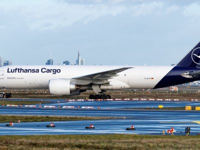 Lufthansa looking at bringing cargo subsidiary in-house
