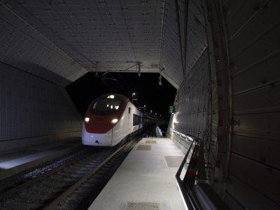 Nauja geležinkelio jungtis per Alpes. Šimtmečio projektas paruoštas bandomajai naudojimui