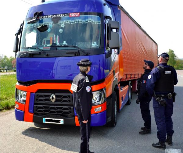 Ausgangssperre in Frankreich. LKW-Fahrer sind davon ausgenommen, sofern sie diese Bedingung erfüllen