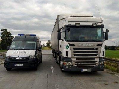 Lietuvos įmonė sunkvežimio patikrinimo metu suklastojo techninės apžiūros dokumentus