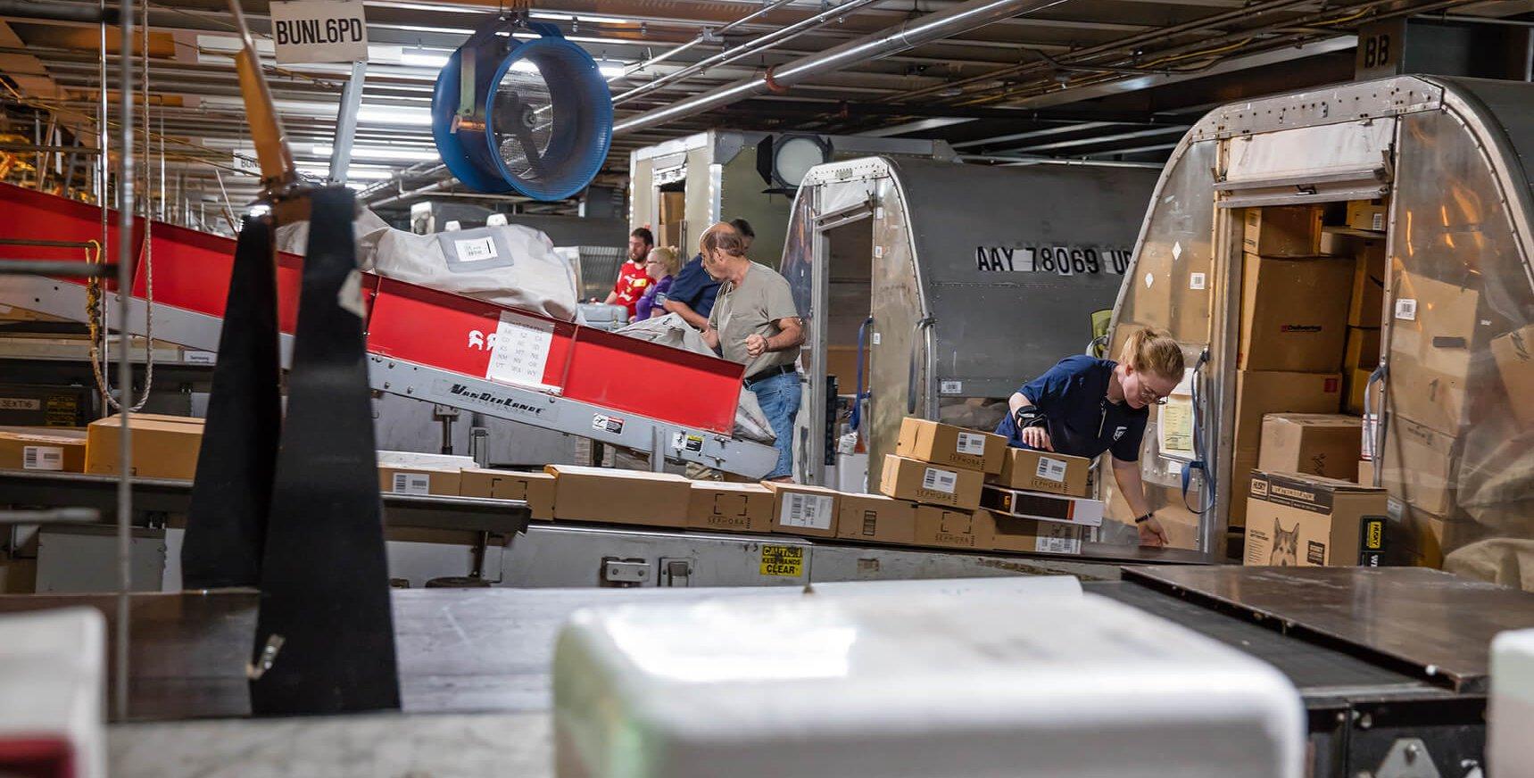 Przygotowania do szczytu paczkowego ruszyły. Firmy chcą zatrudniać dziesiątki, a nawet setki tysięcy pracowników