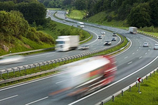 Restricții de trafic pentru camioane în Europa la începutul lunii mai