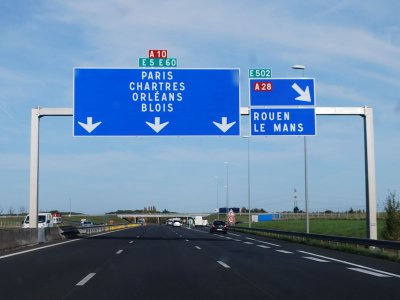 Franța extinde restricțiile la 54 de departamente și orașe majore