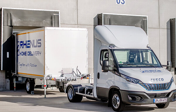 International operator tests unusual delivery van with attachable container