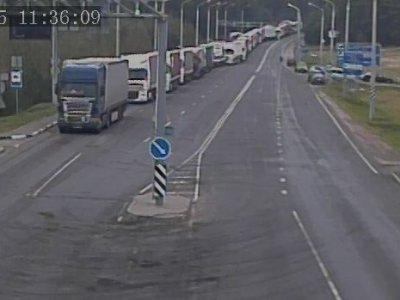 Более 1000 грузовиков на границе с ЕС. Очереди все растут