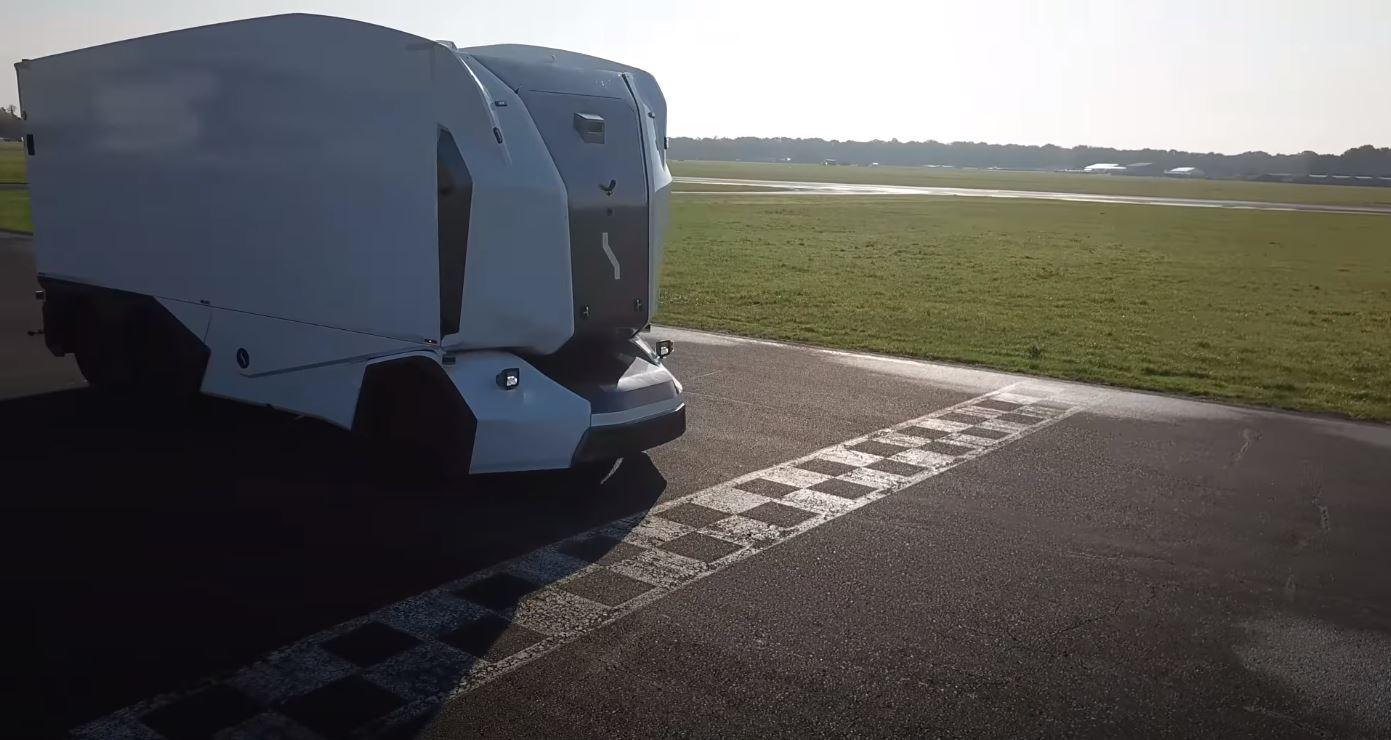 Pierwsza autonomiczna ciężarówka debiutuje na legendarnym torze Top Gear. Jak wypadła?