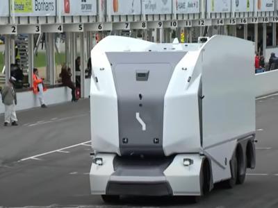 Der erste autonome LKW feiert sein Debüt auf der legendären Top Gear-Rennstrecke. Wie war das Ergebnis?[VIDEO]