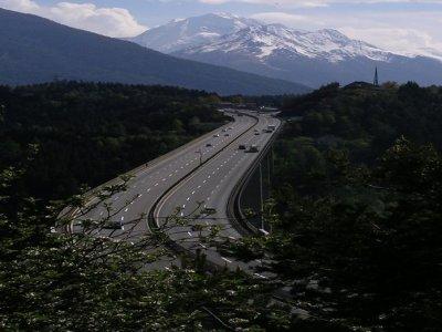 Austrijos greitkelyje – apribojimai sunkvežimiams. Sunkumai ir Italijoje