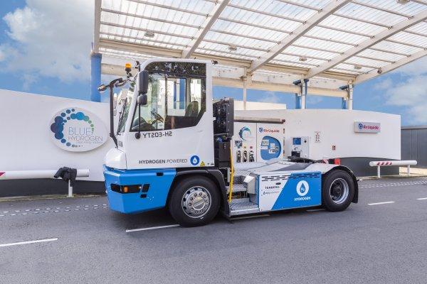Port w Rotterdamie testuje ciągnik na wodór. Jak się ma do dieslowych maszyn?