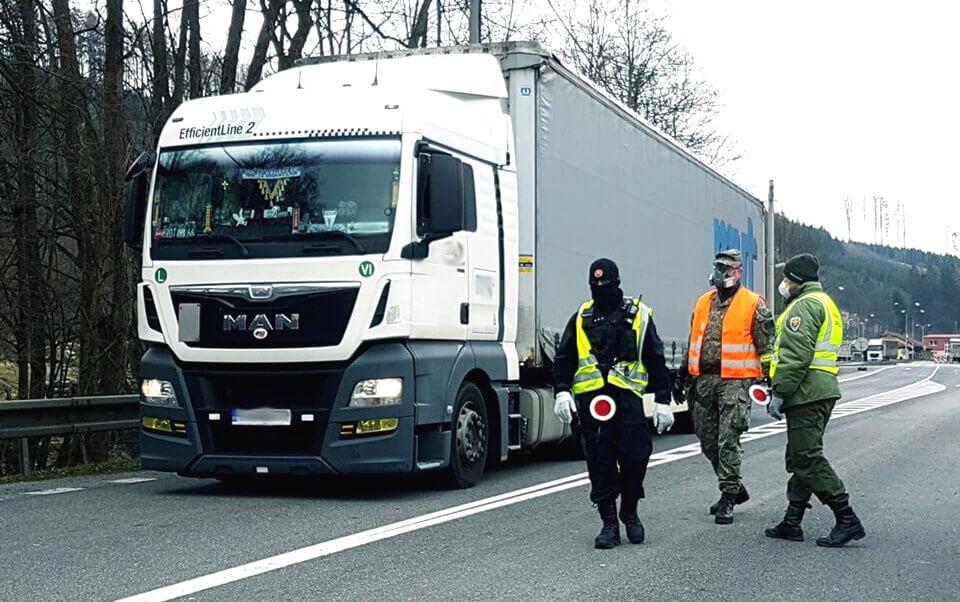 Slovėnijoje sunkvežimiams taikomas lenkimo draudimas