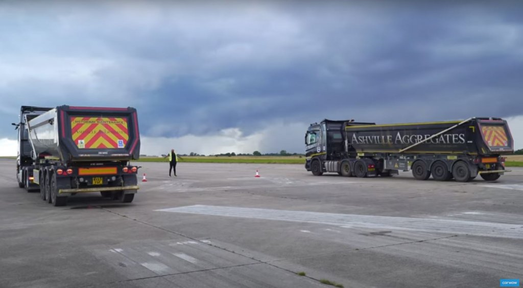 Check out this drag race between fully loaded Scania and Mercedes trucks