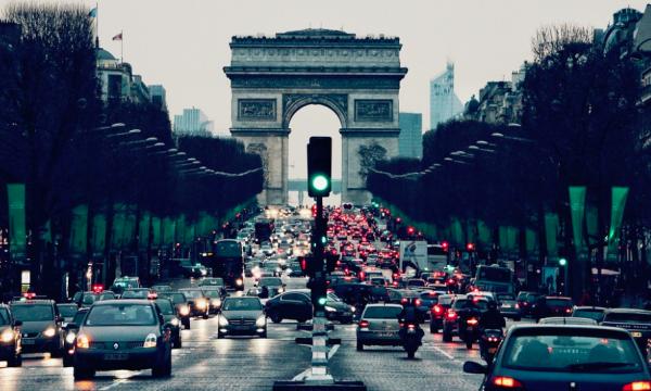 Paryż wprowadza ograniczenia dla pojazdów o niższych normach emisji