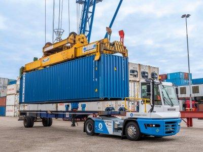 Порт в Роттердаме тестирует тягач на водород. Как он выглядит по сравнению с дизельными транспортными средствами?