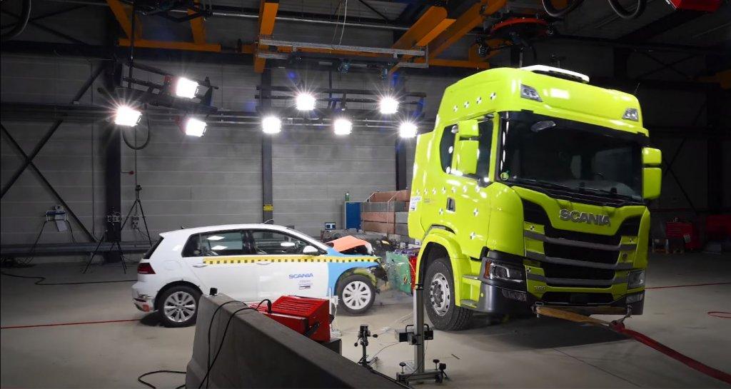 Crash testy elektrycznej ciężarówki Scanii. Co Szwedzi sprawdzali podczas symulacji?
