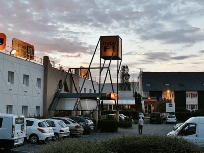 Szabad mosdóhasználat kamionosoknak egy francia szállodában; ingyen kávé és tisztálkodási lehetőség egy spanyol benzinkúton