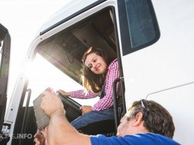 Francezii lansează cursuri speciale dedicate femeilor care vor să lucreze ca șoferițe de camion