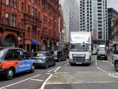 Nauji reikalavimai sunkvežimiams Londone. Kai kurios transporto priemonės į miestą negalės įvažiuoti