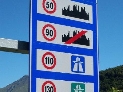 Olaszország február végéig felfüggeszti a vasárnapi kamionstopot