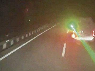 Dėl išdaigos vairuotojui gresia 30 tūkst. Eur bauda. Jis sukėlė pavojų už jo važiuojančiam sunkvežimio vairuotojui